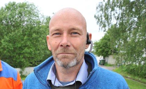 SENTRALTIHAKADAL:Jan-Erik Olufsen eier Huset i Hakadal, som ligger strategisk til rett på andre siden av riksveien fra Elvetangen.