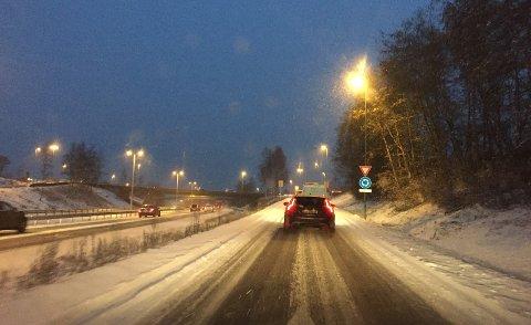 Kong Vinter har ikke meldt sin ankomst på Østlandet riktig ennå, men mange av oss kjører gjerne til fjells. Da gjør du lurt i å ha vinterdekk på bilen.