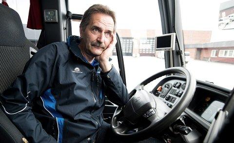 OPPGITT: Stein Kåre Holden er tillitsvalgt i Norsk Transportarbeiderforbund, og registrerer at anbudssystemet nok en gang er med på å undergrave kollektivtilbudet.