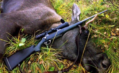 Jegere i Os: Nå skal Os kommune sende målsetting for hjortevilt de neste tre åra ut på høring. Ett av målene er å øke andelen kvinner som utøver jakt på hjortevilt.  Arkivfoto