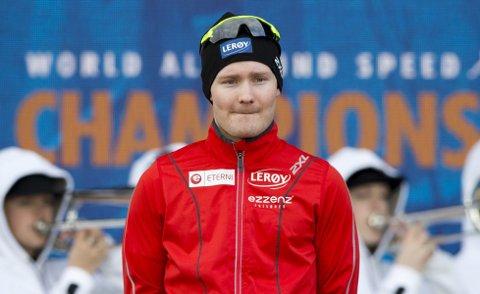 Tankefull: Det skulle være et øyeblikk som kronet hans ennå unge karriere, i stedet ble seierspallen et sted for ettertanke for Sverre Lunde Pedersen (25).