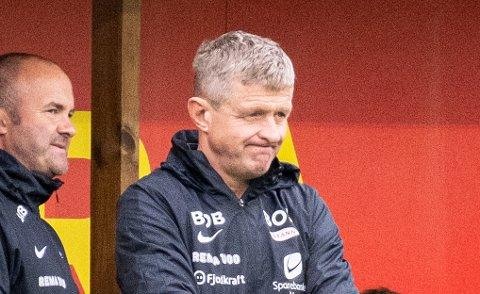Brann-trener Lars-Arne Nilsen og resten av benken måtte se ballen gå i eget nett - fire ganger.