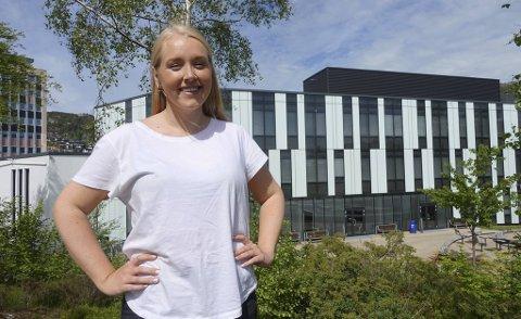 Studentleder Marthe-Caroline Dahle på Norges Handelshøyskole i Sandviken frykter ikke økt konkurranse på jobbmarkedet selv om skolen tar inn rekordmange nye studenter til høsten.