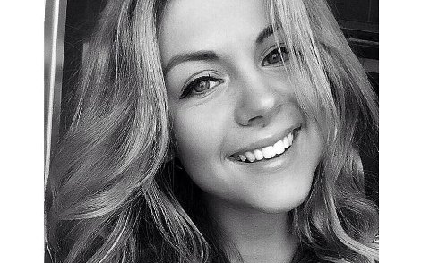 Maria Constance Enger Amdal jobber som journalist i Drammens Tidende.