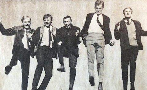 Twilights anno 1969:  Bandet som med «piggtrådmusikk» sjarmerte jentene i hele drammensgryta. Bandet besto av Jonny Storm Olsen (t.v.), Kai Olsen, Bjørn «Terry» Horne, Harald Martinsen og Arne Hansen. Foto: DTarkiv