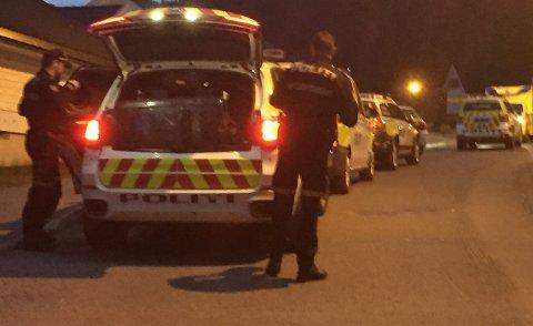 Store politistyrker rykket ut torsdag kveld til en privatadresse i Solbergelva.