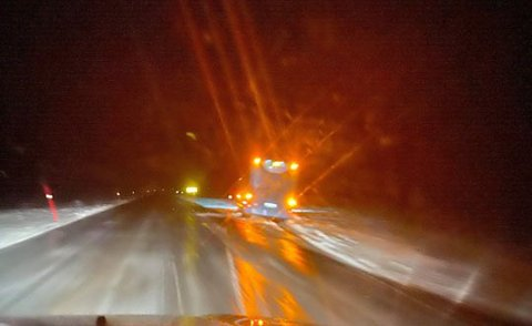UHELL: En rutebuss fra Snelandia havnet utfor veien tirsdag kveld.