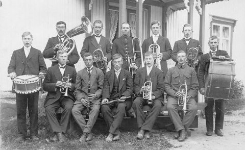 Slik så  Onsö Musikforening. ut i 1905, kun fire år etter oppstarten.