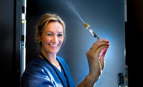 Motgift: Nalokson nesespray skal deles ut til rusavhengige av Elisabeth Gudim (bildet) og Mona Gjevikhaug i Feltpleien. Sprayen motvirker overdose.