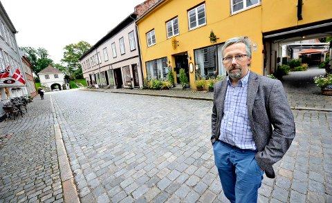 KOMMUNEN MÅ PÅ BANEN: Fredrik Ellefsen, leder for Gamlebyen Handelsforening, mener et godt samarbeid mellom kommune, stat og Gamlebyen er det som skal til for å sikre utviklingen i bydelen. – Kommunen må engasjere seg mer om byen, og ikke bare sentrum, sier han.