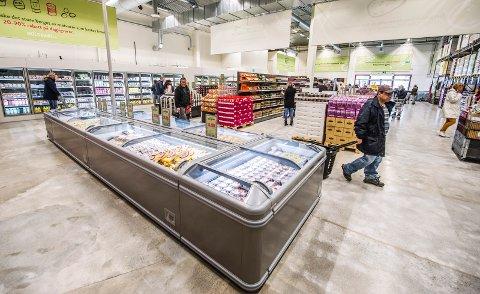 MIDLERTIDIG JA: Bilde tatt under åpningen av Holdbart i 2016. På grunn av en regional planbestemmelse, har butikken bare hatt midlertidig tillatelse til dagligvarevirksomhet på Råbekken frem til april 2023. Kommunen synes ikke de bør få ja til videre drift etter dette.