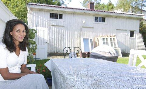 Flytter etter sju år: Det er med en smule vedmod Lisa Aisato og familien flytter fra Kråkerøy. Men det blir eget atelierbygg på Skjærhalden.