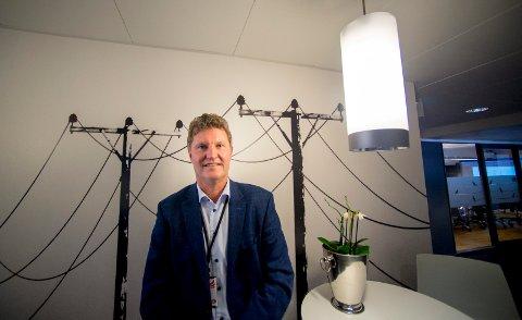 Konsernsjef Trond V. Andersen i Fredrikstad Energi AS. Det er strømmastene  og kablene som lager en lokal infrastruktur  for strøm, som Hafslund primært er opptatt av å få tak i.