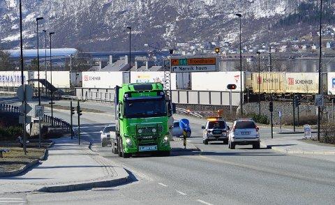 Narvik kommune fastholder at miljøtnnelen som skal få bort tungtrafikk fra sentrum, er klar til å bli tatt inn i Nasjonal transportplan.