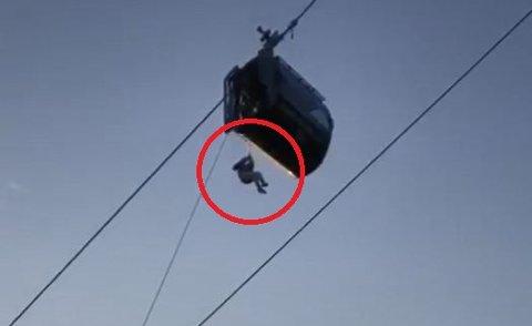 KOM SEG NED: Florian Aschwanden, daglig leder i Narvikfjellet, forteller at Lena Olsen og Marthine Weber ble hengende 30 meter over bakken. – De var nesten nede da gondolen stoppet. Dette er det høyeste punktet i gondolbanen, men det er også det punktet hvor vi har øvd mest på evakuering, sier Aschwanden.