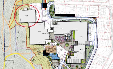 I det nye forslaget sendt til Narvik kommune, er turn- og flerbukshallen prosjektert innenfor byggegrensa.