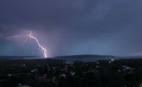 PASS PÅ: Lyn og torden kan skape problemer mange måneder senere.