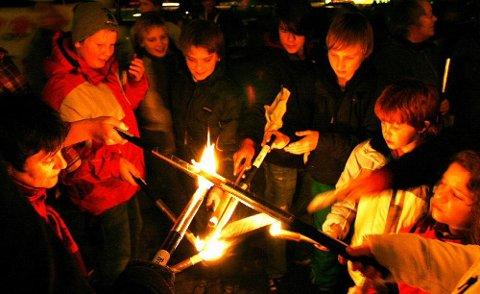 FAKLER: Krystallnatten markeres ved Grue rådhus 9. november, og det blir også i år fakkeltog etter appellene og musikken.