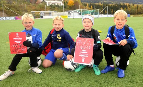 Lucas fra LFK (t.v.), Ole Magnus fra Faaberg, Syver fra LFK og Leo fra LFK fikk velfortjent diplom for å ha deltatt på fotballskolen.