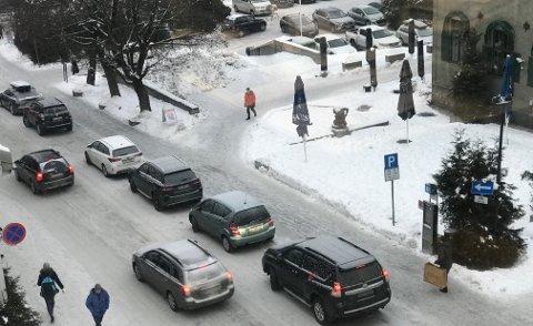 Parkering i Lillehammer sentrum.  Bilene på bildet har ingen relevans til saken. Illustrasjon