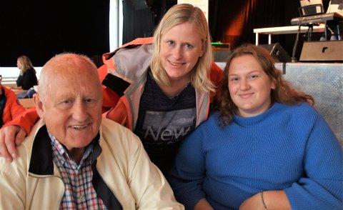 INVITERTE MED MORFAR: Torill Kristine Fevolden Skute (til høyre) hadde invitert med morfar Ole Kristian Fevolden og mor Henriette Fevolden på lunsj i Gran.
