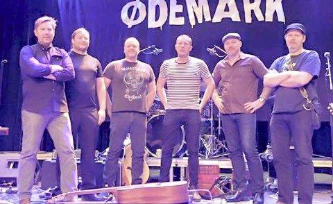 Kommer til Halden: Gruppa Ødemark fra Ørje kommer til Bryggerhuset i morgen kveld. Simen Gunneng (nr. 4 fra venstre) fra Halden er vokalist.