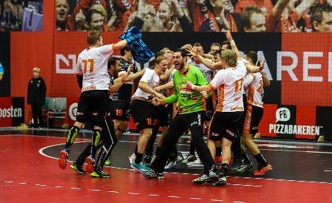 REPRISE?: Slik så det ut da Halden Topphåndball slo Arendal i NM-semifinalen i fjor. I kveld blir det klart hvem HTH møter i årets NM-semifinalen.