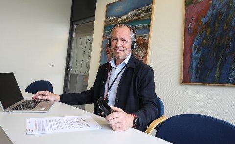 STILLER OPP: - Vi får mange henvendelser fra kunder, og vi stiller opp for å gi hjelpe, sier banksjef Øystein Undrum i DNB Moss som ikke er like begeistret over alle klagene kundene har på utlånsrentene. Han mener det stjeler viktig  rådgivningstid.
