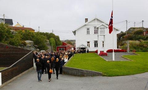 Helga Rasmussen ble tirsdag gravlagt fra bedehuset på Røvær.
