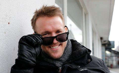ORBINSON-HYLLEST:  Ole Morten Velde, tenor og musiker står på scenen i Tysværtunet kulturhus fredag sammen med Munor og musikere.