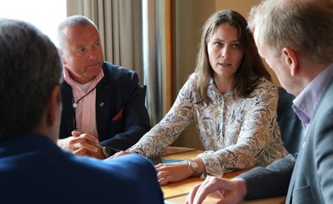 Daglig leder i Maritimt Forum for Rogaland og Sunnhordaland Sverre Meling Jr. (t.v.) og viseadministrerende direktør i Knutsen OAS Synnøve Seglem, med fungerende ordfører May Britt Vihovde (V) og stortingsrepresentant Terje Halleland (FrP).