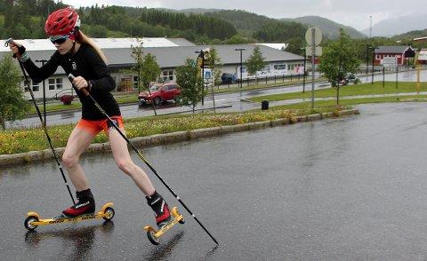 Amalie Kvandal fra Leirfjord konkurrerer også på rulleski.