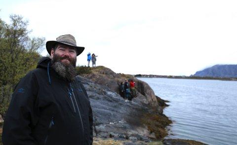 Raymond Hagen foran mange som følger spekkhoggernes bevegelser