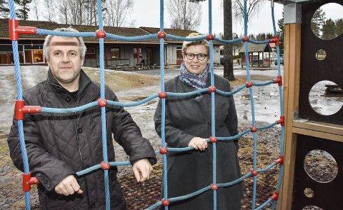 SKAL RIVES: Randi Ransberg (Ap), Simen Solbakken (H) og resten av formannskapet ønsker å bygge ny barnehage på Løken. Foto: Øyvind Henningsen