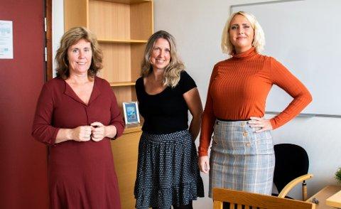 EFFEKTIVE: Hanne Skjefstad, Sigri Rørvik Sidesang og Ida Jørgensen behandler alvorlig panikkangst gjennom intensiv eksponeringsterapi. Her avbildet på et av grupperommene ved sykehuset i Sandnessjøen.