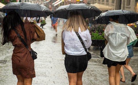 REGN: Store deler av landet vil oppleve mye regn den siste uka i juli.