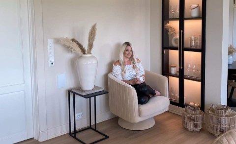 NY BOLIG: Stine Golf og familien flyttet inn i ny, herskapelig bolig ved Kleppestemmen rett etter påske.