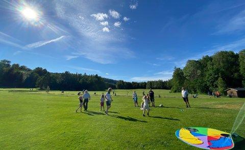 FIKK TILSKUDD: Hof Golfklubb er blant mottakerne av kommunale midler. Bildet er fra knøttegolf på banen tidligere i sommer.