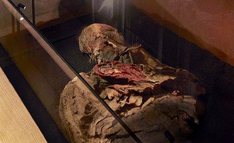 UVDALSKVINNEN: Ble funnet under gulvet i Uvdal stavkirke på 1300-tallet. Hun vises nå fram på Kulturhistorisk museum i Oslo.