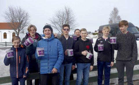 Klare for innsats: Både konfirmanter, unge og voksne fra menighetene i kommunen engasjerer seg i innsamlingen.