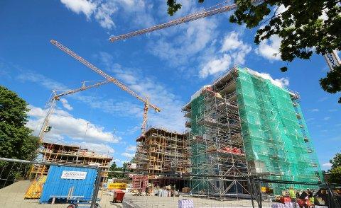 NED: Det igangsettes bygging av færre boliger nå enn i fjor.