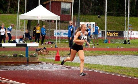SØLVJENTE: Sirianne Karlsen Rymoen løp inn til sølv i 2000m hinder.