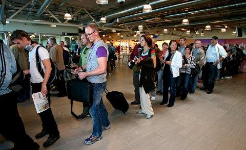 TAR TID: Det kan bli lenge til før det blir køer av reisende fra Moss lufthavn Rygge.