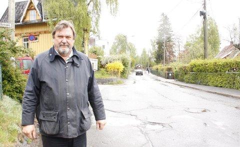 VIL HA NY BOM HER: Bydelsutvalgets leder, Arve Edvardsen, mener at ytterligere en bom i Solveien her i krysset ved Bekkelagsveien, vil redusere trafikken i tverrgående veier. Arkivfoto: Kristin Trosvik