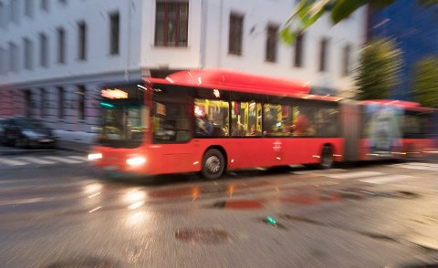 STOPPET IKKE: Passasjerer ble vitne til at en bussjåfør ikke stoppet da et barn ikke kom med på bussen. Illustrasjonsfoto