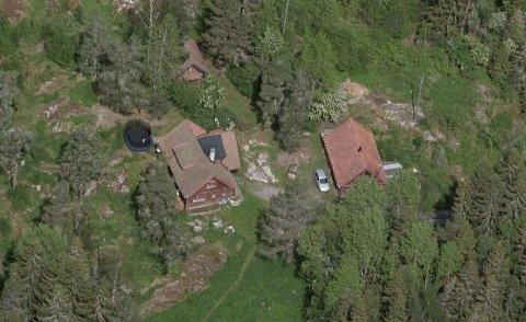 Den enorme tomten i Gjersrud-Stensrud-området er lagt ut for salg . Kommunen sier de kommer til å ta en vurdering av tomtesalget.