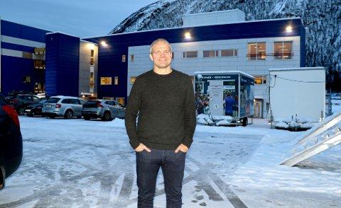 LANG FARTSTID: Både TUIL Arena og hallen TUIL Arena II (t.v.) har vokst frem mens Gaute Ugelstad Helstrup har gått gjennom 14 år rundt TUILs A-lag, de åtte siste som hovedtrener. Fredag var han tilbake, men over nyttår er det HamKam som er 42-åringens nye klubb.
