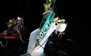HEVET: Flyvraket ble hevet en uke etter ulykken. Havarikommisjonen har ikke funnet tekniske feil på flyet.