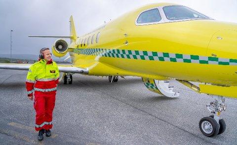 I GANG: I oppstartsfasen henter Babcock jetfly og ambulansefly fra Sverige. Her gjør Jan Joachim Pedersen en siste sikkerhetssjekk før take-off.