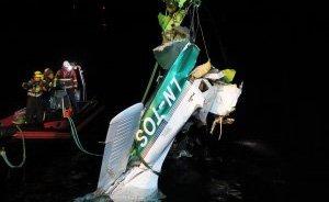 HEVET: Flyvraket ble hevet en uke etter ulykken. Havarikommisjonen har nå levert sin rapport etter ulykken. Foto: Statens havarikommisjon for transport